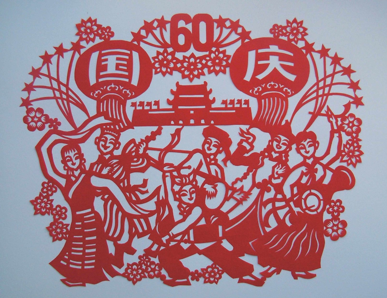 在庆祝中华人民共和国成立六十周年前夕,作为共和国的同龄人,在国庆前要为迎国庆节做点啥?我找出了自己33岁时的两幅老作品,一幅国庆三十三周年是发表在《陕西日报》上的,我当时在黄河流域的陕西农村地带生活了12年,所以就让陕西农民形象唱主角。另一幅歌唱祖国是发表在《苏州报》上的,我人在陕西,可是21年是在长江流域生活的,出于对江南故乡的眷恋,我选用了苏州水乡农民的形象。这两幅作品中少数民族画了几个最具代表性形象,象征性表示全国各族人民大团结和欢庆的喜悦。